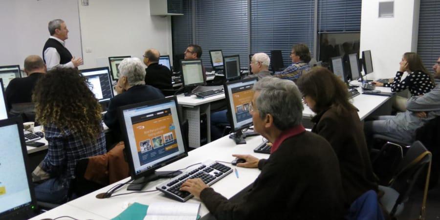 לומדים בקורס פרסום ושיווק תמונות