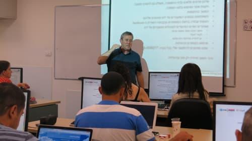 לומדים בקורס קידום אתרים