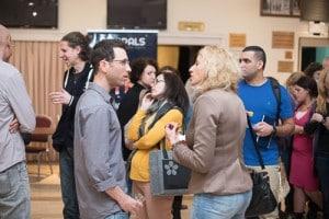 שיחות על קידום אתרים בין משתתפי הכנס